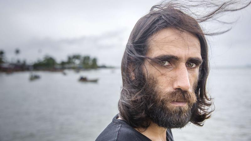 Depois de seis anos de inferno, o herói dos refugiados detidos pela Austrália conquista a liberdade