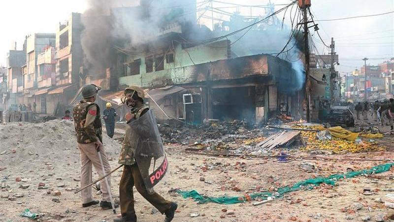 Motins na Índia contra muçulmanos intensificam-se e Modi quebra silêncio