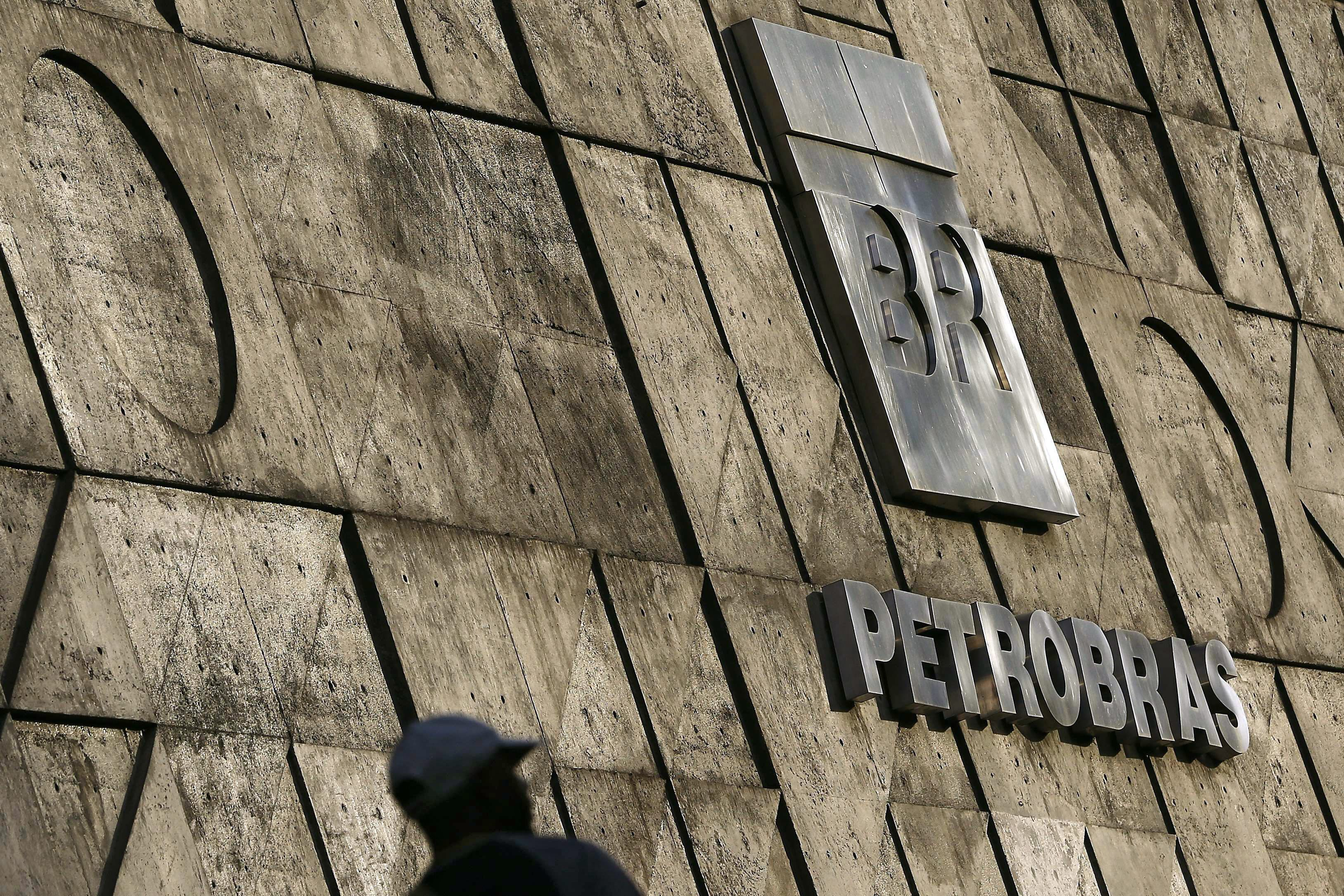 Brasileira Petrobras e trabalhadores chegam a acordo para terminar greve