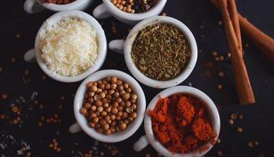 Sem corantes nem conservantes. Truques com alimentos que dão sabor aos nossos cozinhados