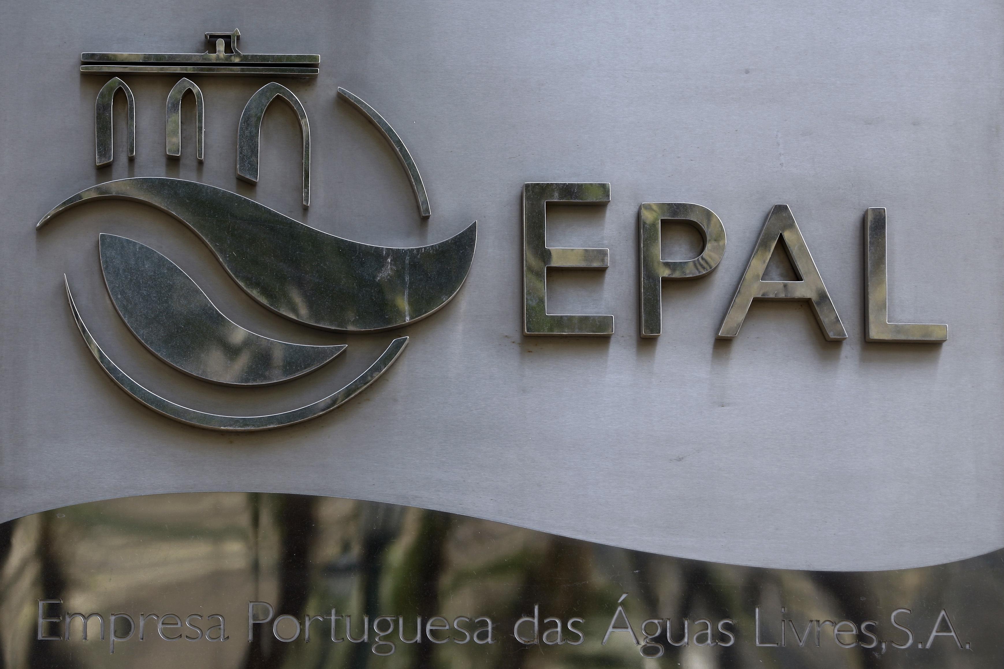 Abastecimento de água em Alcântara já está regularizado depois de rotura. Trânsito continua cortado