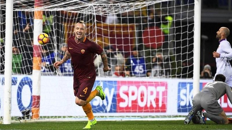 Roma vence Spal na estreia de Jonathan Silva