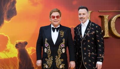 """Elton John não gostou do novo """"O Rei Leão"""". Ator do filme responde à letra"""