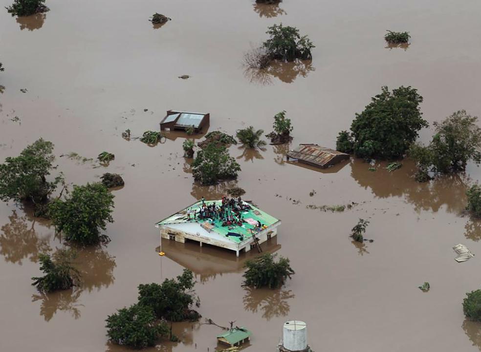 Moçambique: Mais de 200 mortos e 400 mil pessoas desalojadas