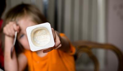 Iogurtes infantis escondem excesso de açúcar, alertam especialistas