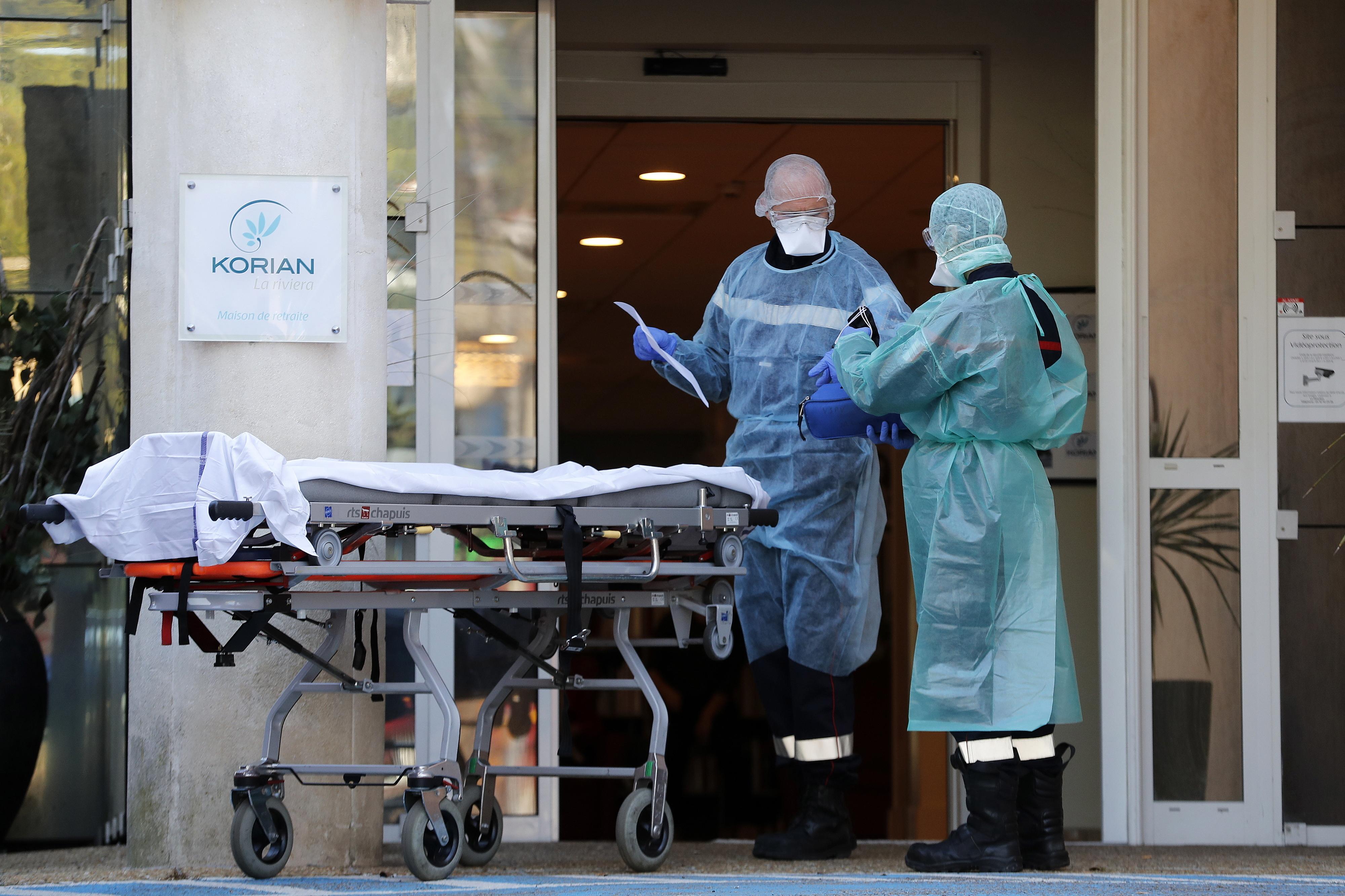 COVID-19 matou 1.120 pessoas em hospitais e lares de França em apenas 24 horas
