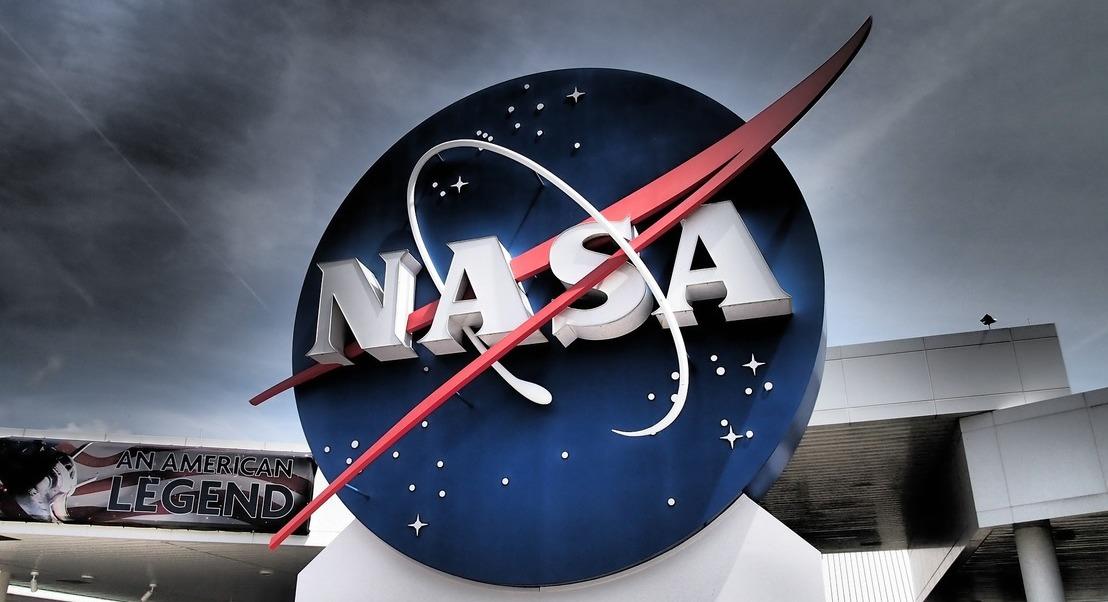 Com a cabeça no espaço no Kennedy Space Center