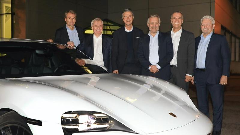 Munich RE e Porsche criam empresa conjunta para minimizar riscos tecnológicos e financeiros