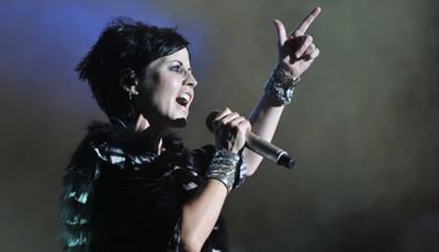 """Vocalista dos Cranberries estava em Londres para gravar nova versão de """"Zombie"""""""