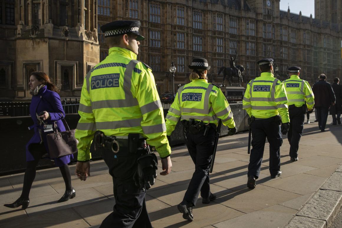 Justiça britânica vai monitorizar criminosos com sensores GPS