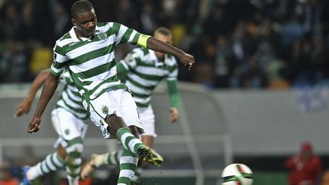 É oficial. William Carvalho renova com o Sporting até 2019/2020