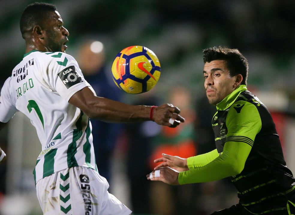 Sporting escorrega no Bonfim e vê o FC Porto fugir na liderança