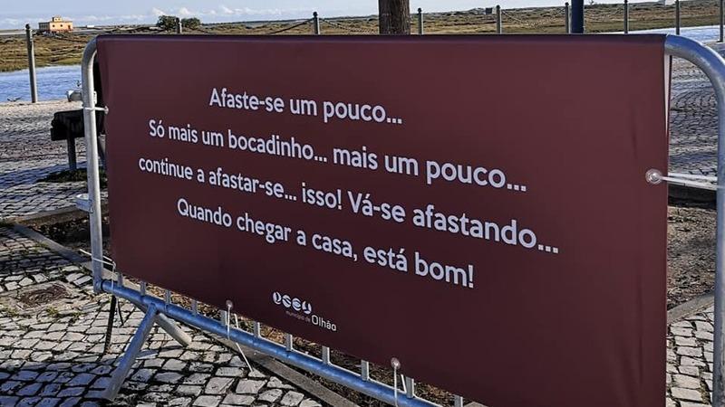 Município de Olhão espalha mensagens criativas pela cidade para incentivar a população a ir para casa