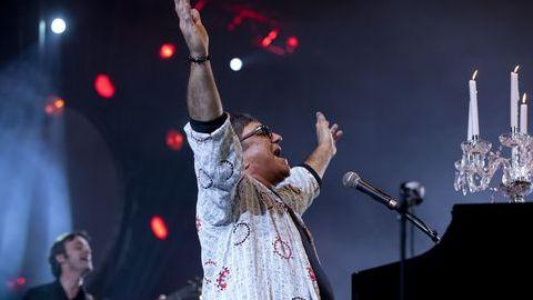 """José Cid recebe Grammy de Excelência Musical e promete continuar a cantar """"canções de amor e ternura"""""""