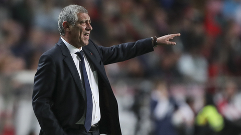 """Fernando Santos: """"O árbitro pediu-me desculpa pela grande penalidade mas agora não serve de nada"""""""