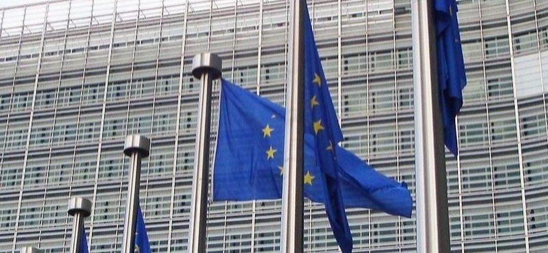 """Bruxelas em posição delicada mas """"forçada"""" a abrir procedimento a Itália, dizem analistas"""