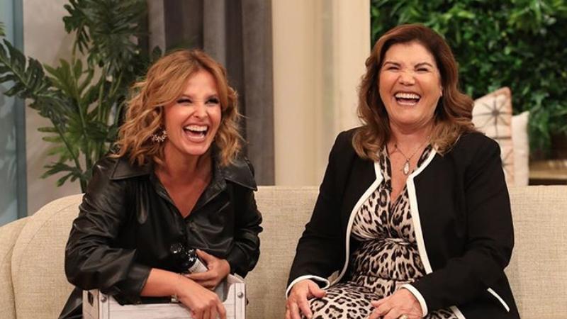 """Cristina Ferreira surpreendida em direto: Dolores Aveiro visita """"casa"""" da apresentadora"""