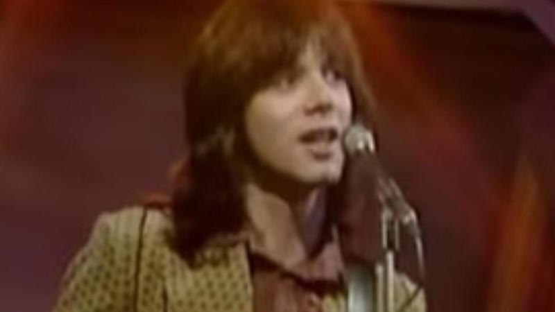 """Morreu Alan Merrill, autor da canção """"I Love Rock 'n Roll"""": músico estava infetado com COVID-19"""