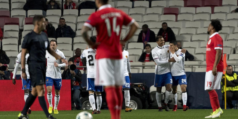 Zero pontos, zero ideias e um recorde no adeus do Benfica à Champions