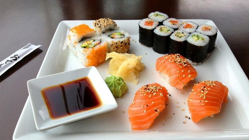Comer sushi pode fazer bem à saúde. Conheça 14 benefícios