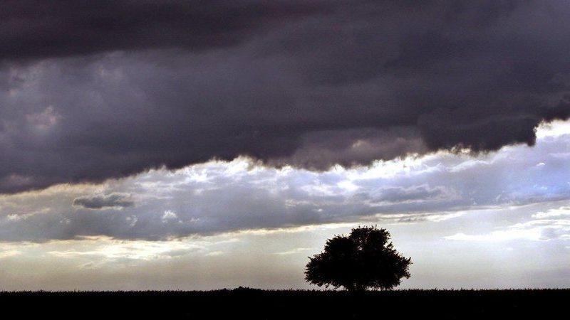 Trovoada e chuva forte colocam 12 distritos do continente sob aviso amarelo