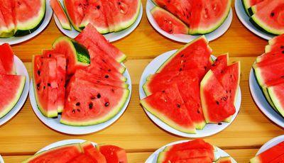 Coma estes 15 alimentos para manter-se hidratado o dia inteiro