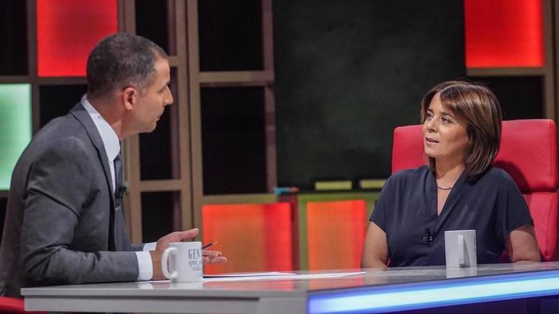 """Ricardo Araújo Pereira faz """"perguntas muito desagradáveis"""" a Catarina Martins: """"Não me vai estar a estragar o jantar de Natal"""""""