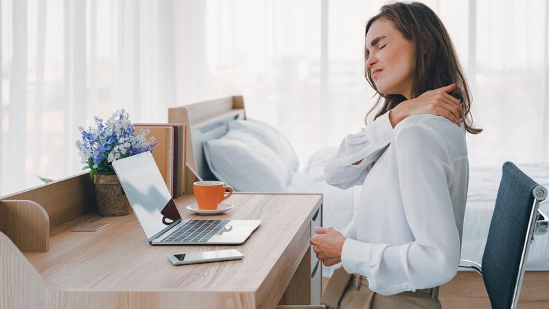 Boas práticas de ergonomia: o que fazer quando trabalhar em casa começa a dar dores nas costas?