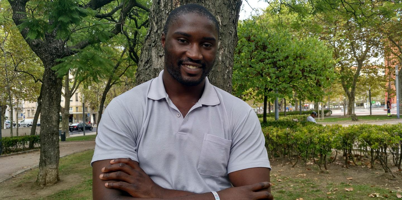 """""""Sou negro, homossexual e tenho doença mental"""". As vozes que Célio Dias ouve e a luta contra os estereótipos"""