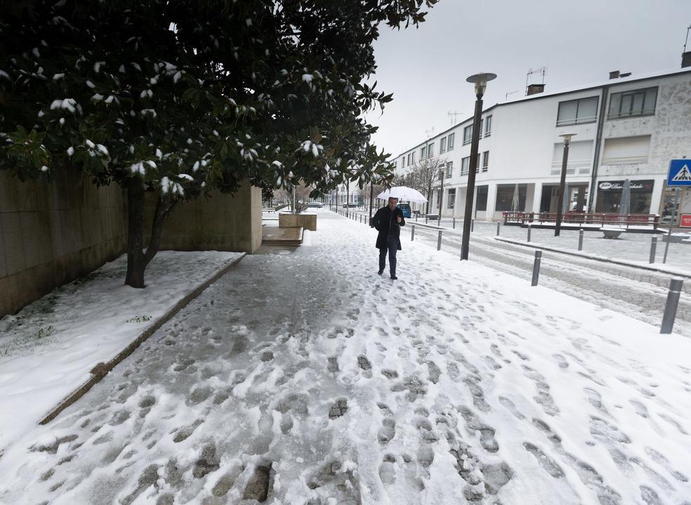 Neve e chuva colocam oito distritos sob aviso amarelo