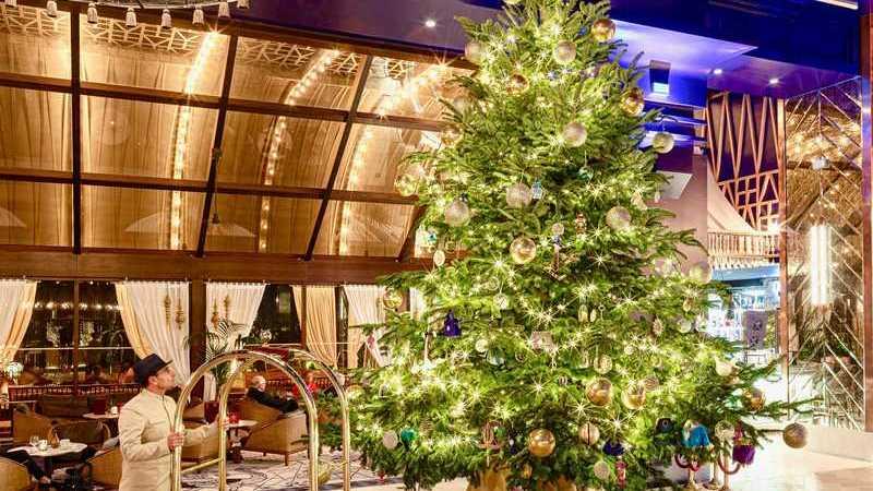 Será esta a árvore de Natal mais cara do mundo? Está num hotel espanhol e vale 14 milhões de euros