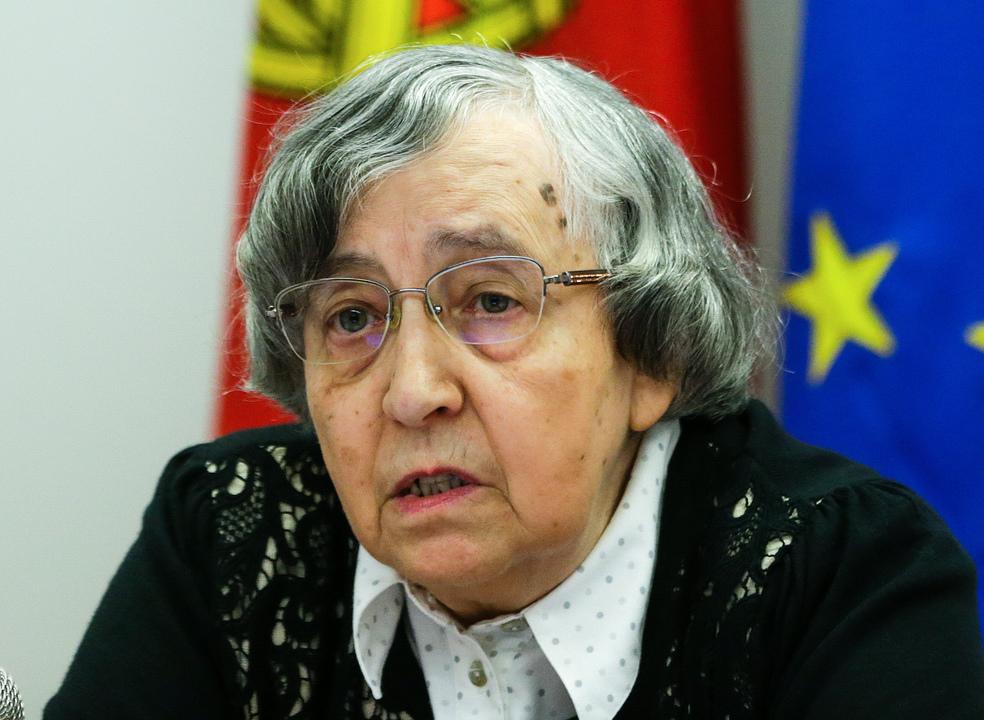 """Teodora Cardoso: """"Não podemos pensar em reduzir impostos"""""""