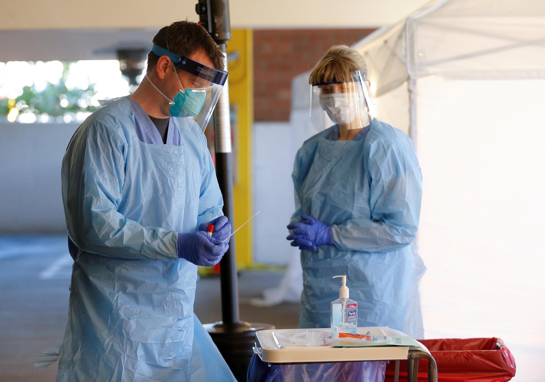 COVID-19: 3,5 milhões de euros para bolsas em virologia no combate à doença