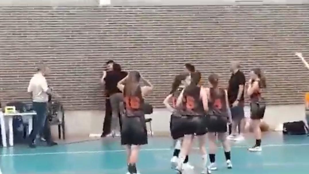 Jogo de basquetebol feminino marcado por ameaças de morte