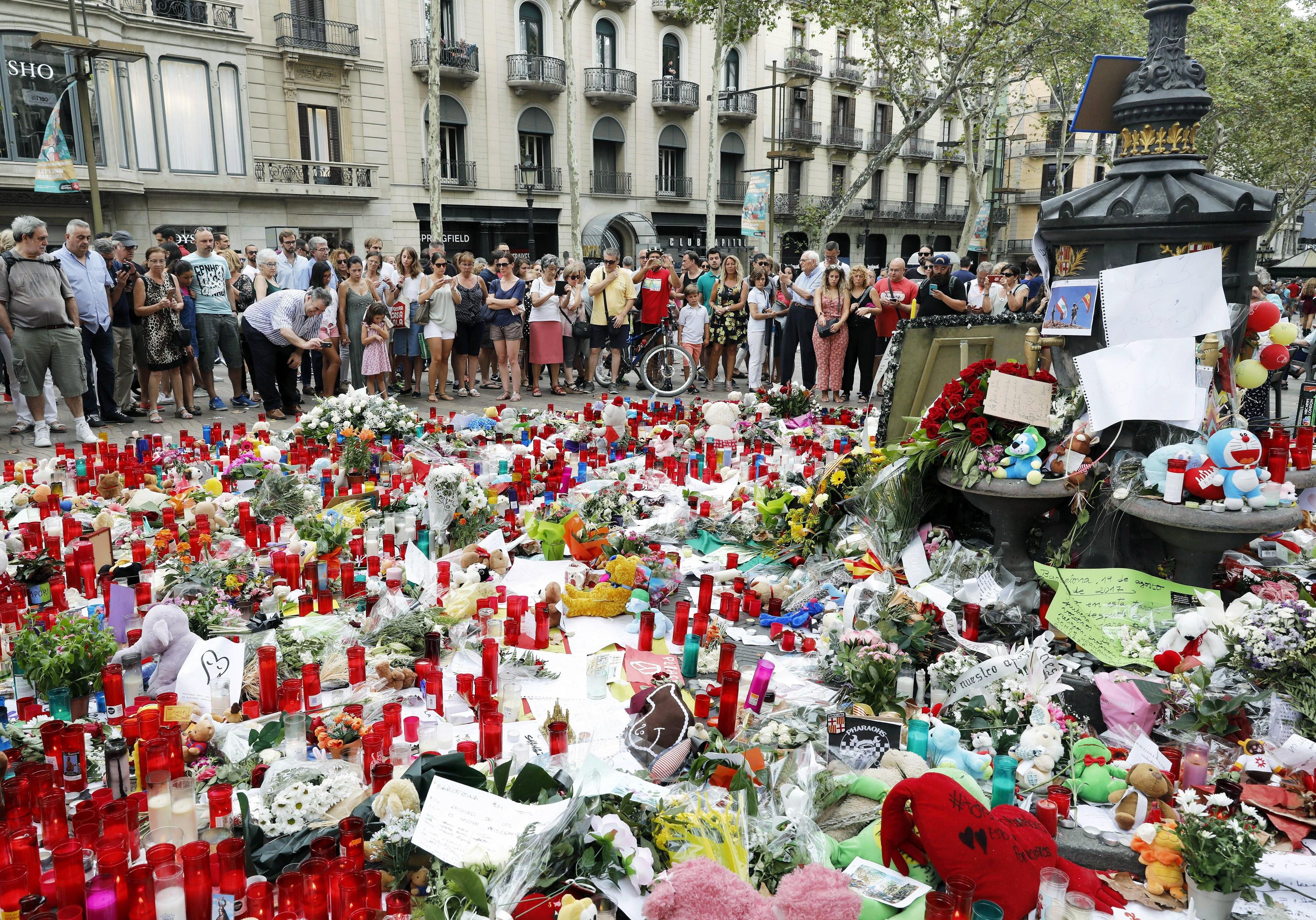 Manchester City e Everton homenageiam vítimas dos atentados em Barcelona