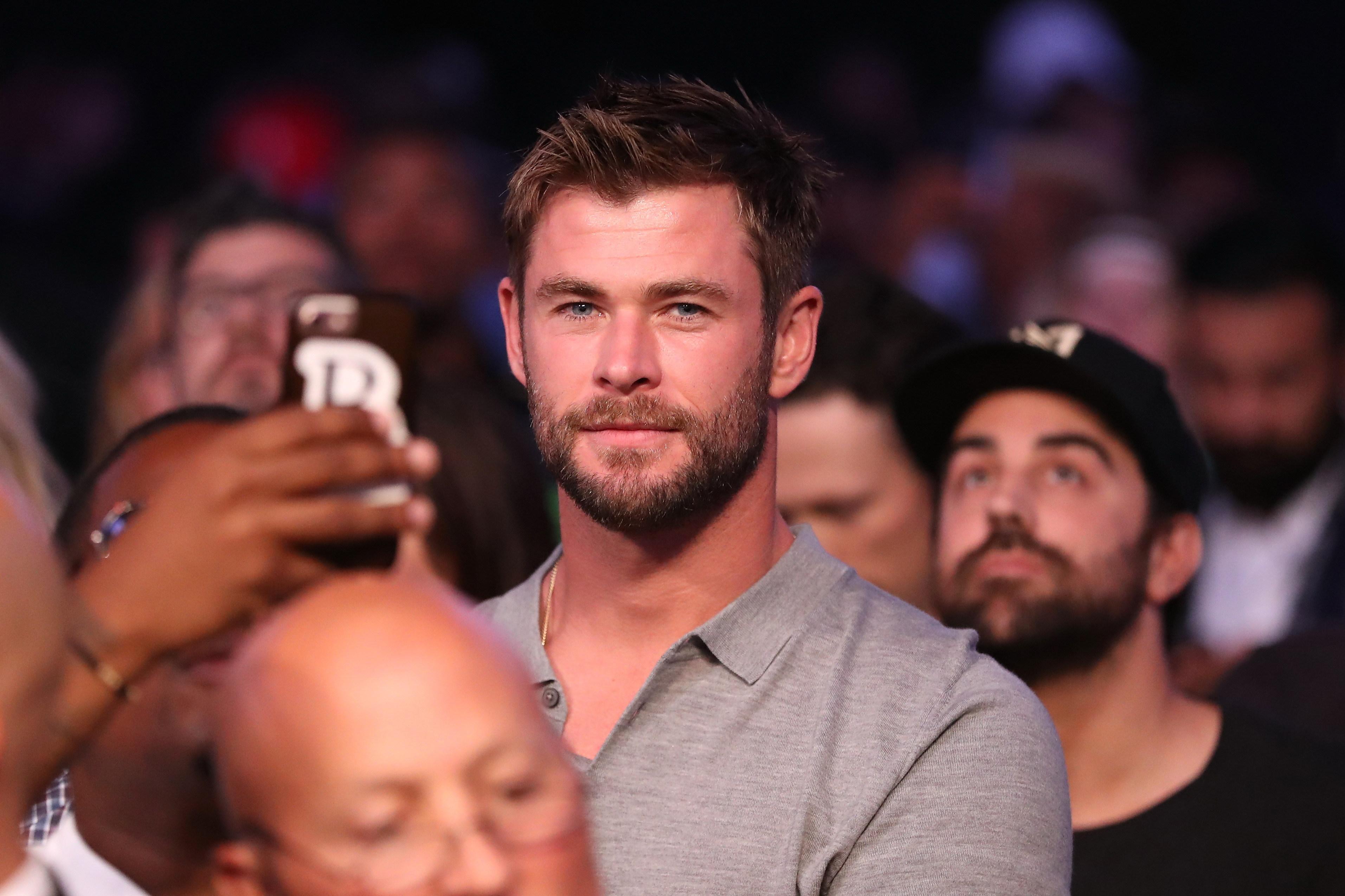 Chris Hemsworth dá as boas-vindas a Deadpool após fusão Disney-Fox