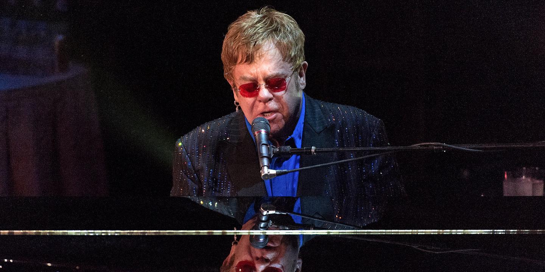 Pneumonia obriga Elton John a sair de palco na Nova Zelândia