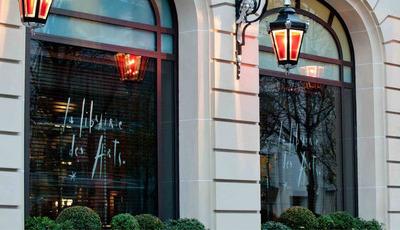O hotel de Paris onde tudo é perfeito