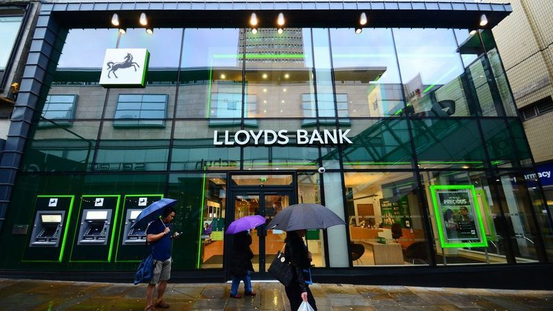 Lloyds paga menos 33% às mulheres do que aos homens