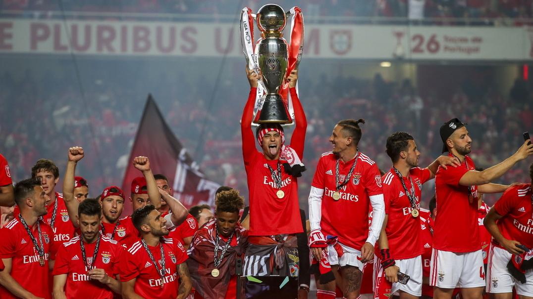 """""""Não ganhámos contra árbitros ou críticos... mas pelo Benfica"""". O vídeo dos campeões sobre o 37"""