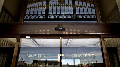 """Confederações patronais criticam  """"forte aumento da carga fiscal"""" do OE/16"""