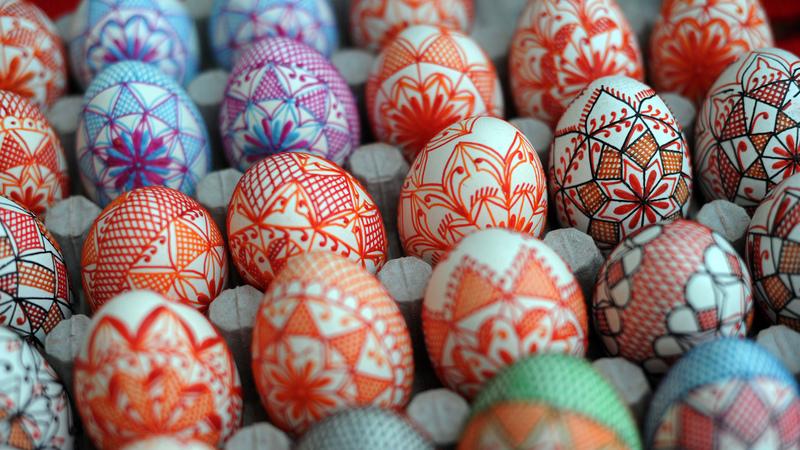 Lutas com ovos ou banhos de perfume - celebrações da Páscoa pelo mundo