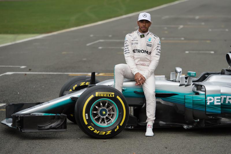 Hamilton domina 2.ª sessão de treinos livres, Vettel promete dar luta