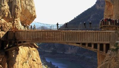 Vamos atravessar o caminho mais perigoso do mundo?