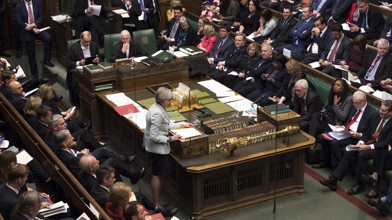 """Brexit: Parlamento Britânico aprova proposta de """"votos indicativos"""" e impõe alternativas ao plano do governo"""