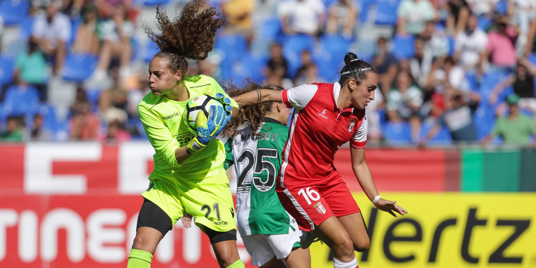 Falta de contratos escritos e salários baixos afetam futebol feminino