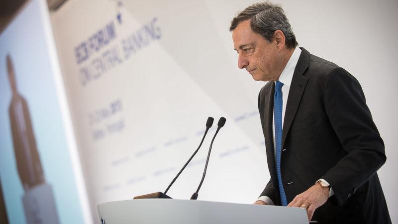 Draghi não vê razões para subir juros antes terminar estímulos