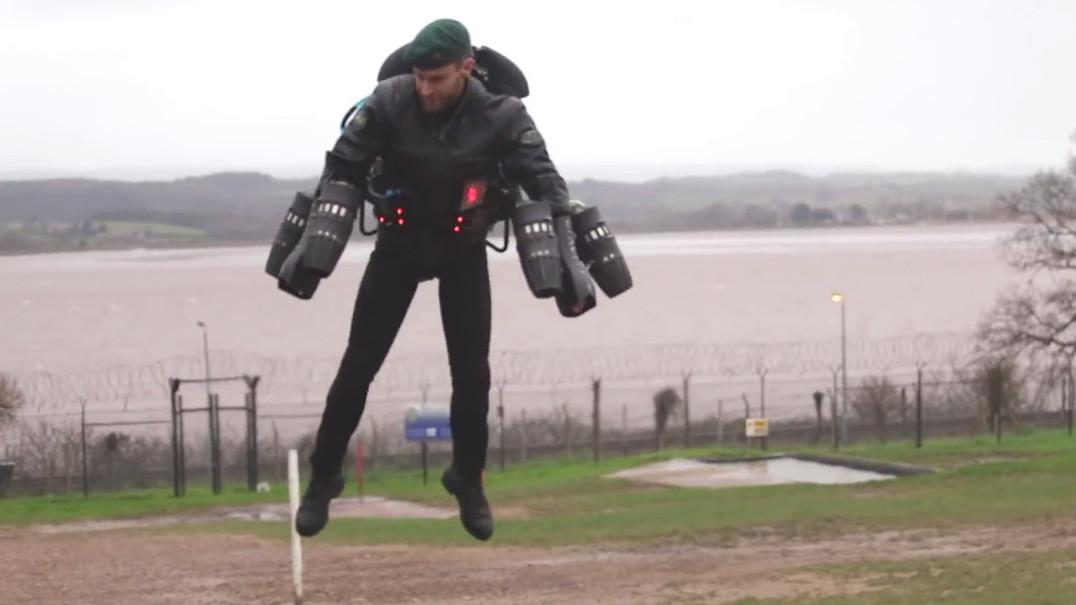 Veja um jetpack em ação no campo de treino do exército britânico