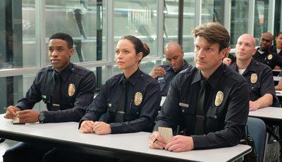 """""""The Rookie"""": série está a inspirar candidatos mais velhos à academia de polícia, diz Nathan Fillion"""