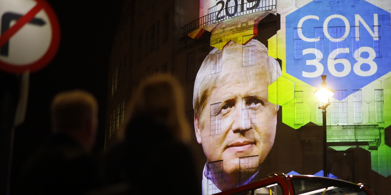 """Boris Johnson quer transformar a BBC numa espécie de Fox News? Pode ser isso, pode ser """"vingança"""" e é quase de certeza o princípio de uma longa batalha"""
